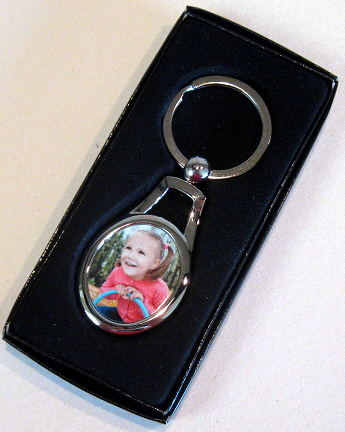 Keyring oval shaped silver with presentation box (02)
