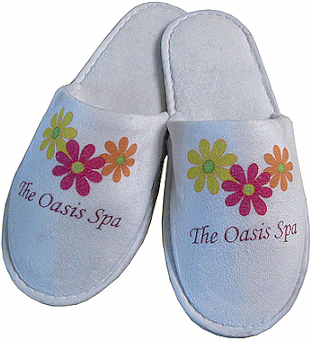 Unisex travel slippers with closed toe