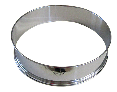 Extension ring for halogen oven